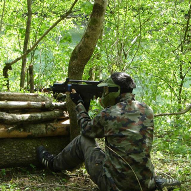 paintball airsoft v gozdu v zaklonu