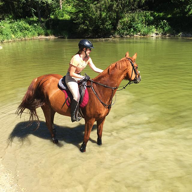 jahanje pri bledu v reki poleti